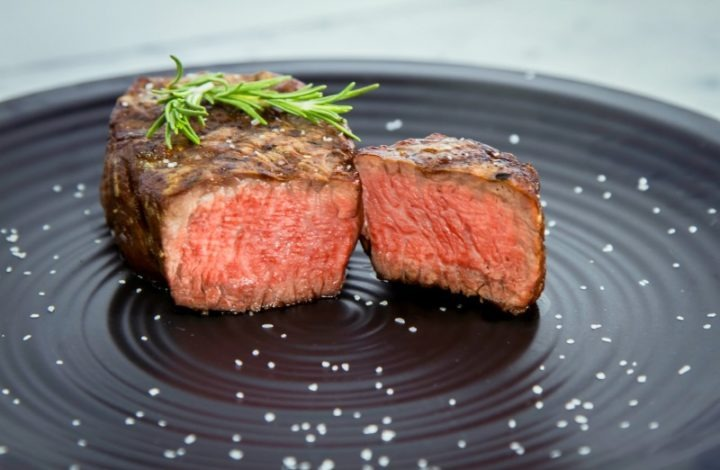How to Cook a Filet Mignon Dinner for Two