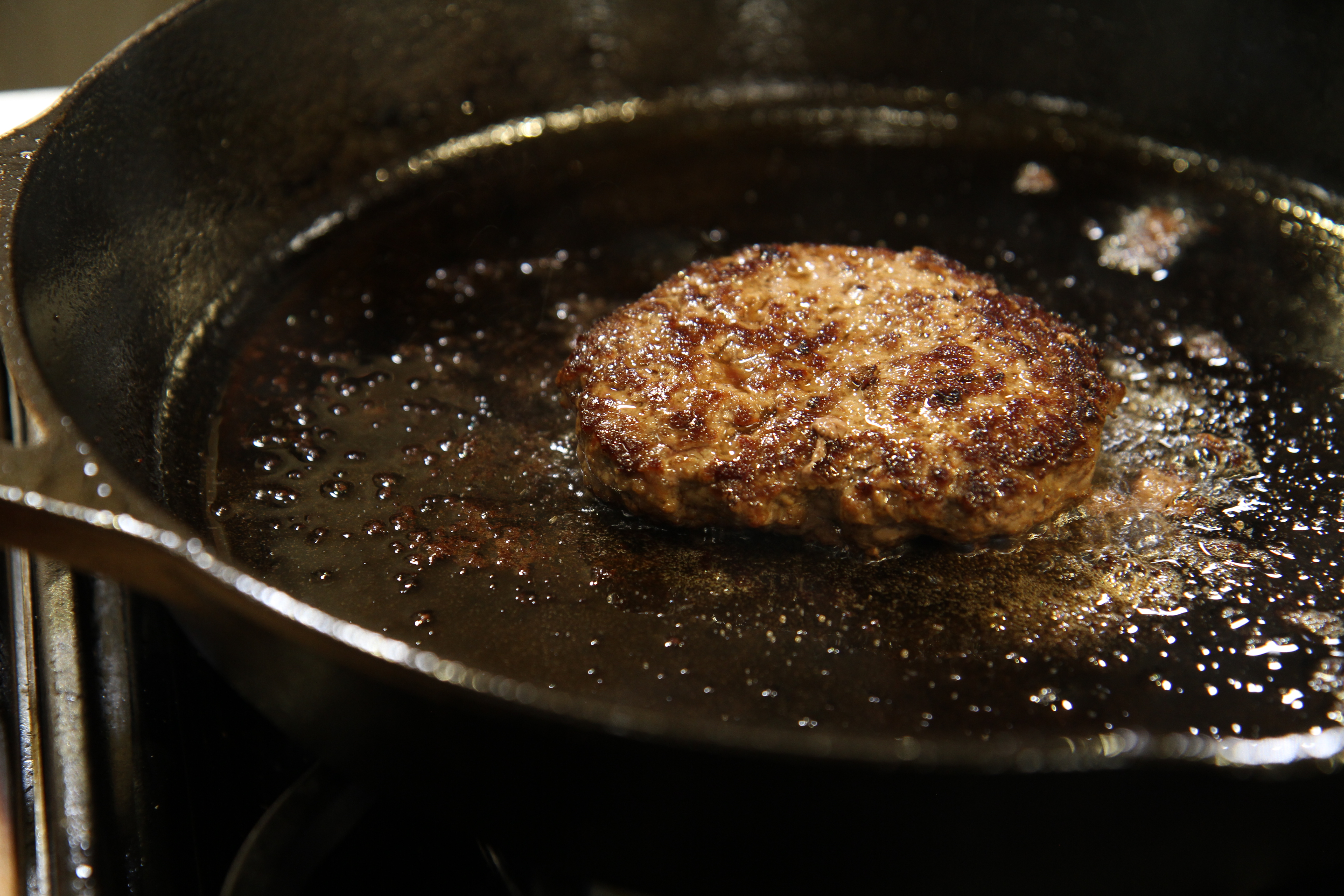 Cooing burger on cast iron pan