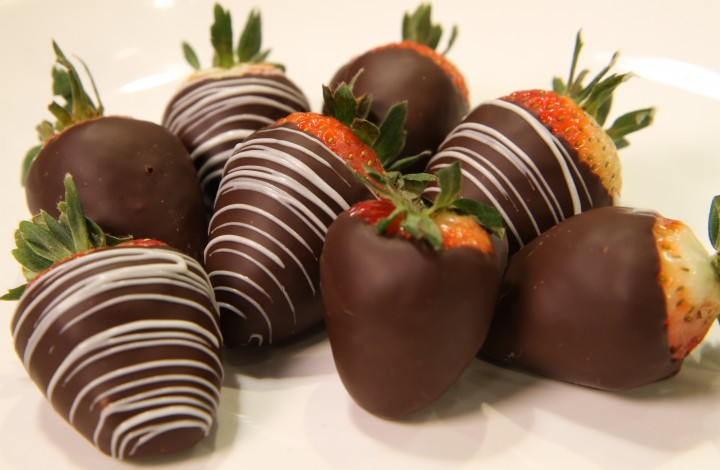 Valentine's Day Chocolate Dipped Strawberries