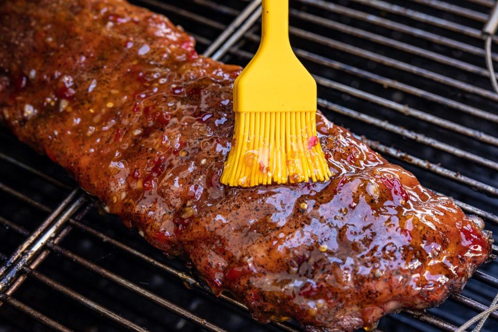 Glazing ribs with sauce