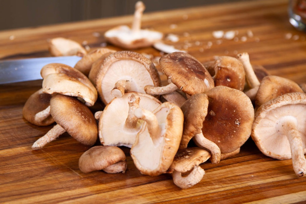 Mushrooms for shiitake mushroom gravy