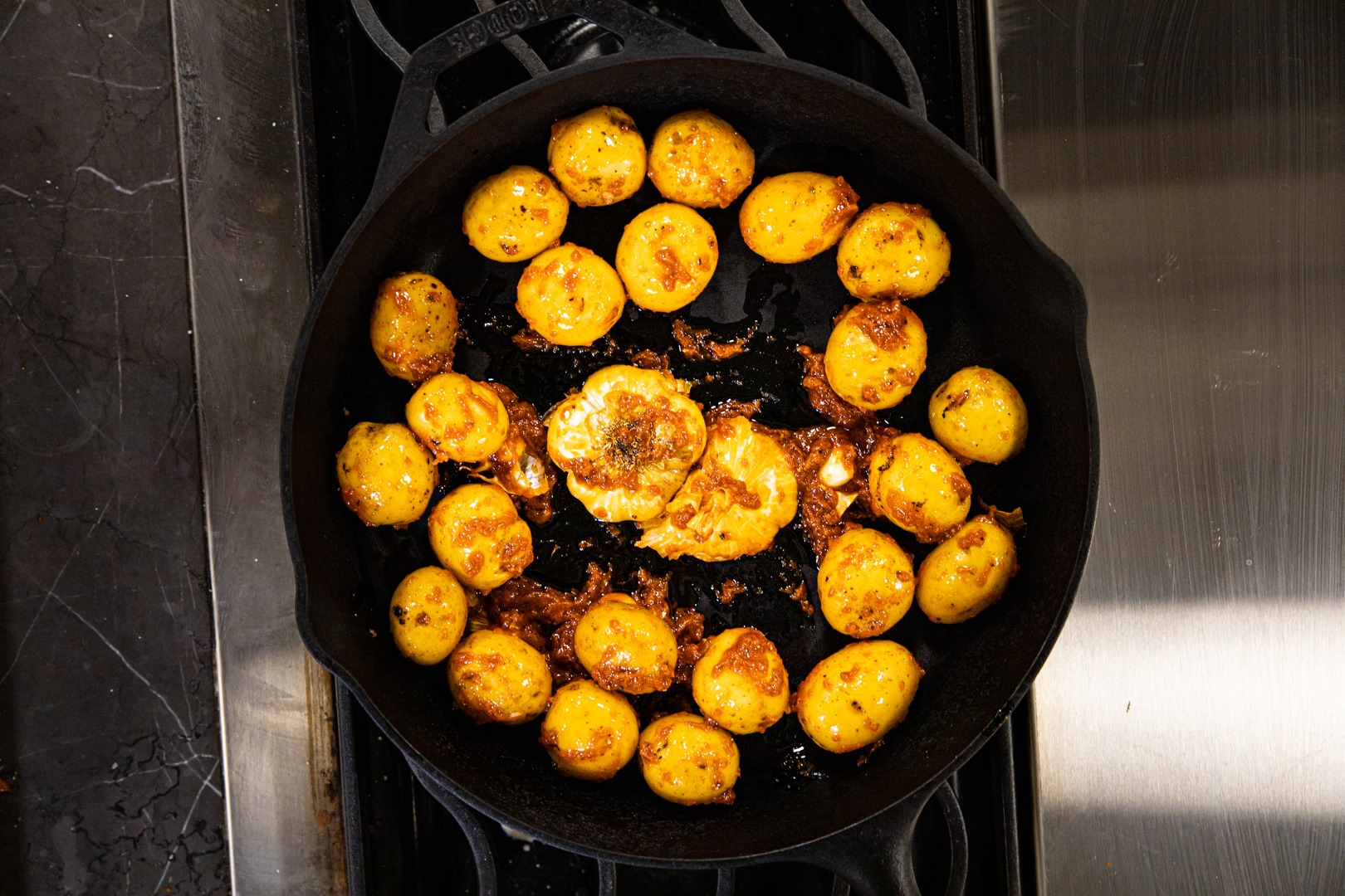 Arrange the potatoes in the pan