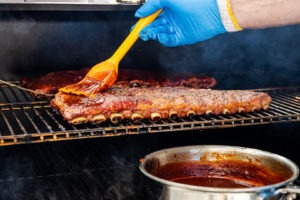 Saucing the ribs