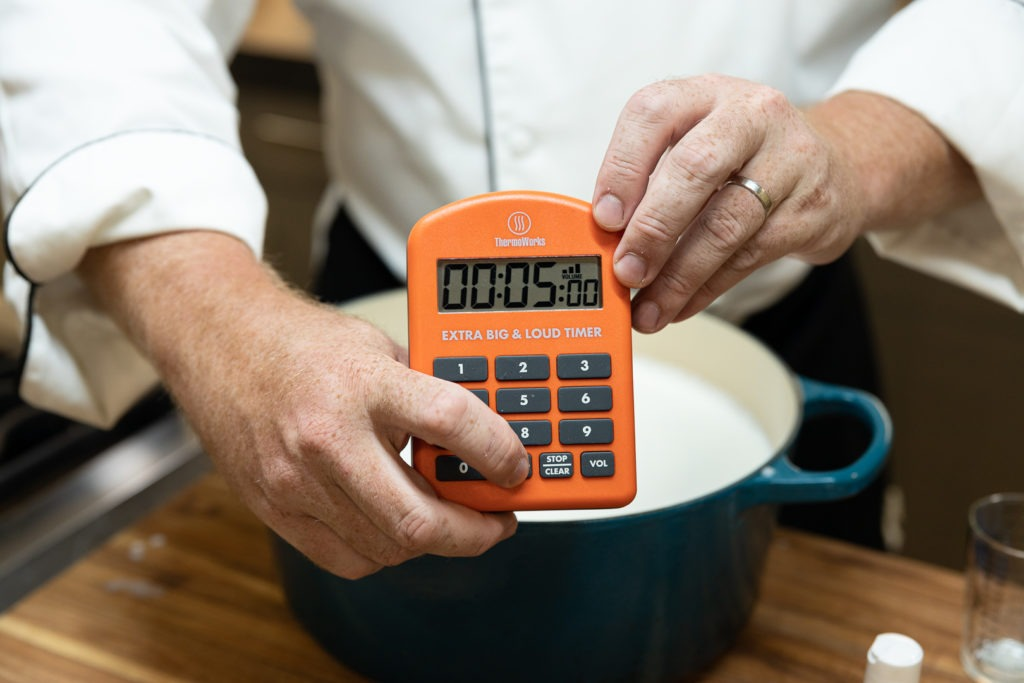 Setting a timer for 5 minutes for coagulation