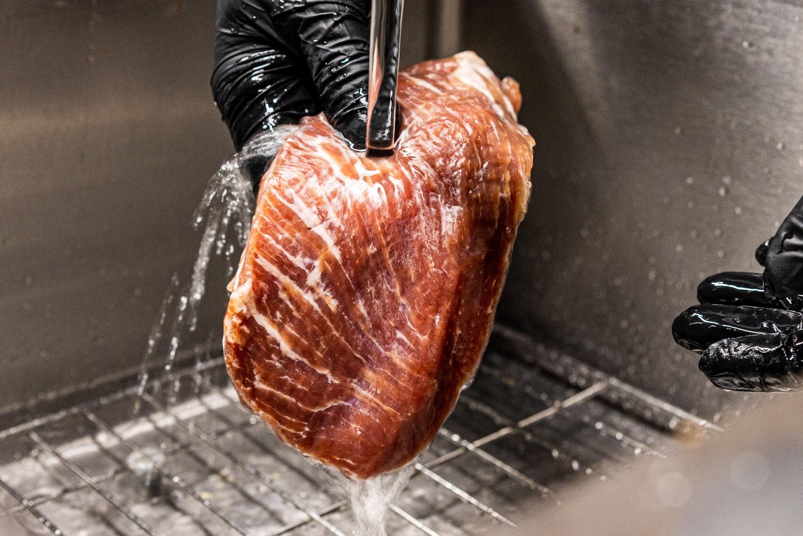 rinsing the pork slices